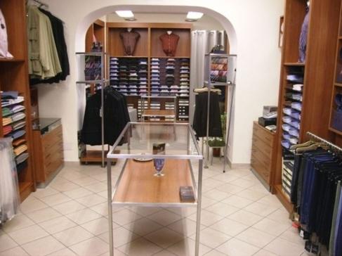 Arredamento negozi cagliari top vendita mobili for Negozi mobili verona