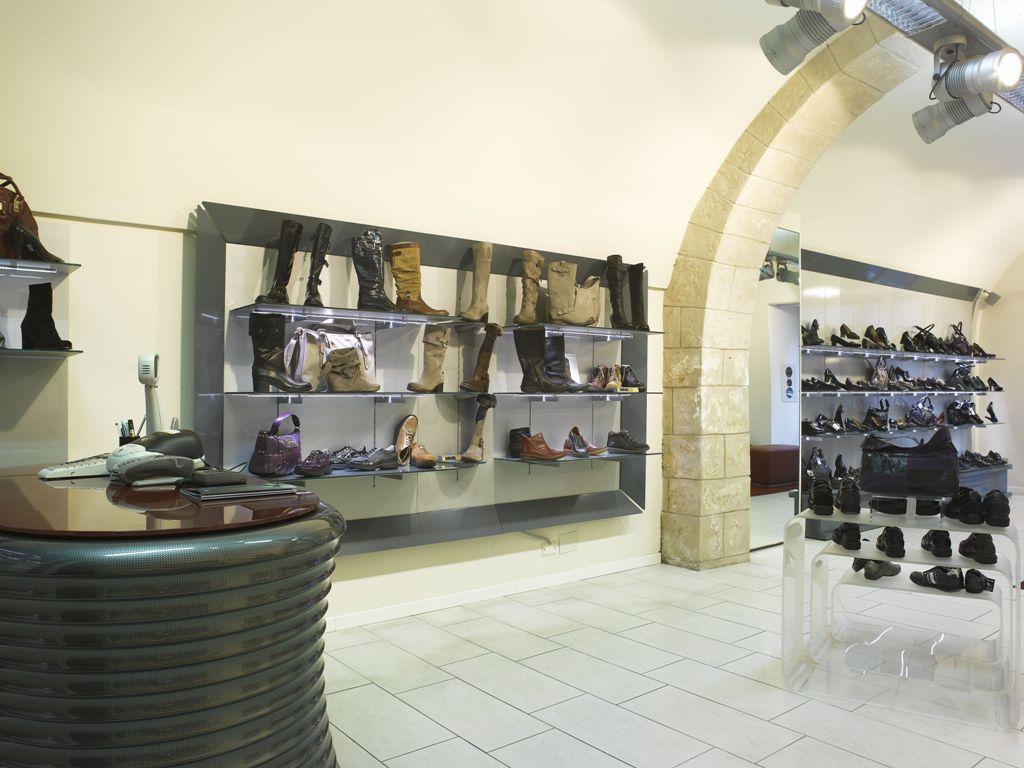 Arredamento per negozio di calzature olbia sassari for Negozi arredamento cagliari