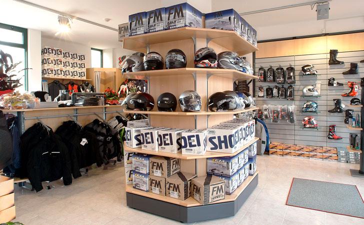 Arredamento per negozio di articoli sportivi olbia for Arredamenti monterotondo