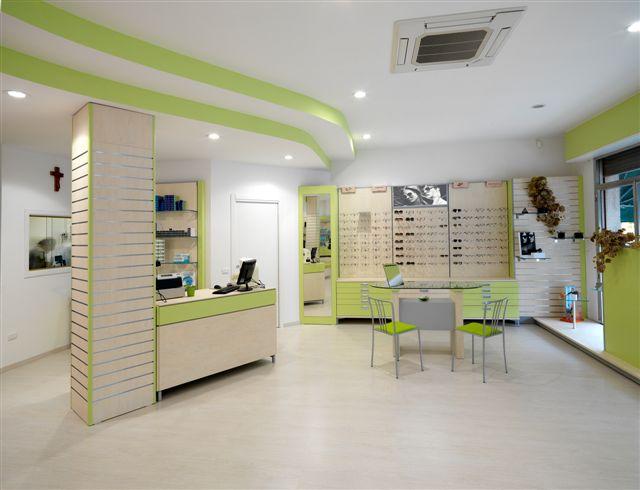 Arredamento negozio di ottica e parafarmacia olbia for Arredamento parafarmacia usato